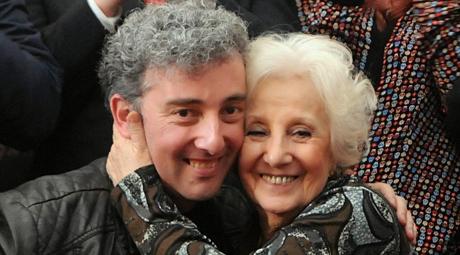 El encuentro de Estela y Guido es el final feliz de una lucha de 36 años contra el olvido y los crímenes de un régimen que dejó 30.000 desaparecidos.