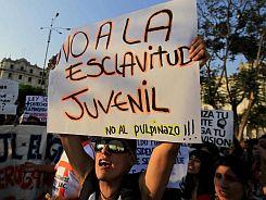 jovenes-protestan-en-peru-contra-la-nueva-ley-laboral-_860_573_1175045