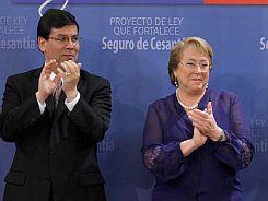 La Presidenta de la Republica firma modificacion a la Ley del Seguro de Cesantia_.