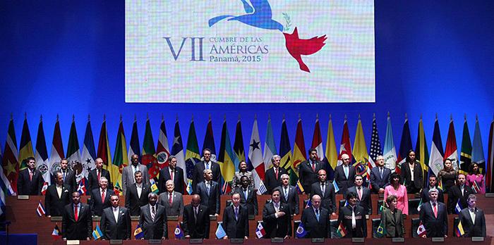 Panamá: Tras historico apretón de manos entre Raúl Castro y Barack Obama, comenzó la VII Cumbre de las Américas