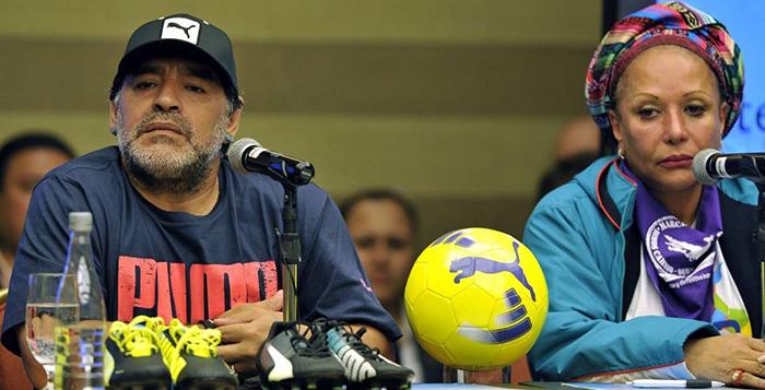 Colombia: Maradona participó de los actos por la paz y deleitó a los espectadores en un partido de fútbol