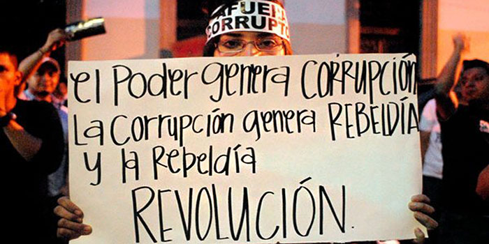 Guatemala: La justicia impide a la ex-vicepresidenta salir del país y manifestantes reclaman la renuncia del presidente