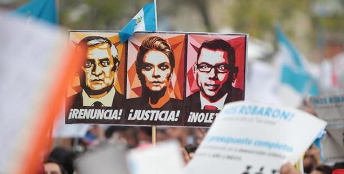 Importantes manifestaciones en Guatemala contra la corrupción reclaman la renuncia del presidente Otto Molina