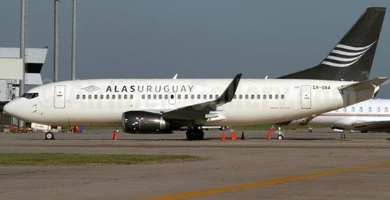 Alas Uruguay 737-300 WL CX-OAA (15)(Grd) MVD (AR)(46)-M