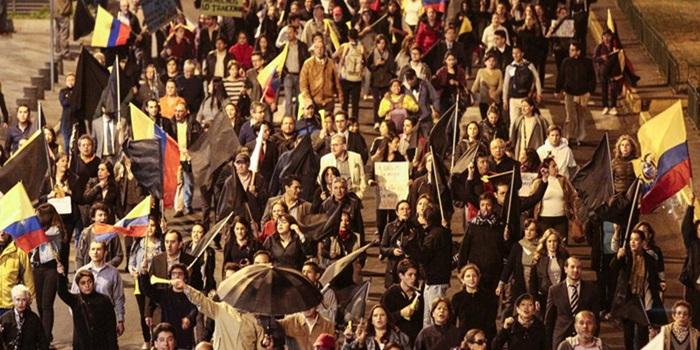 Ecuador: pese al retiro de leyes, opositores siguen movilizados y piden revocar el mandato del presidente Correa