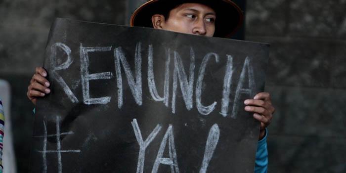 Tras la suspensión del antejuicio por corrupción al presidente Otto Pérez Molina, guatemaltecos se manifiestan hoy en la Plaza Mayor