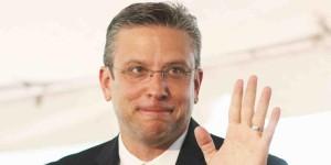 Crisis fiscal en Puerto Rico: Gobernador rechaza informe de bonistas que piden recortes y viaja a EEUU para intentar negociar la deuda.
