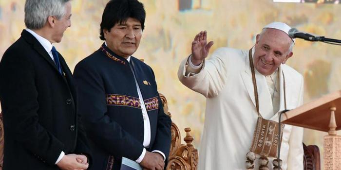 Gira papal: Evo Morales y miles de fieles reciben a Francisco en Bolivia