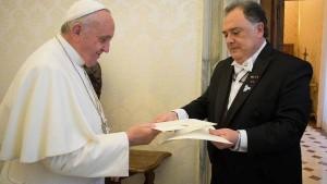Papa-Francisco-recibio-credenciales-Valdes_CLAIMA20141221_0013_27