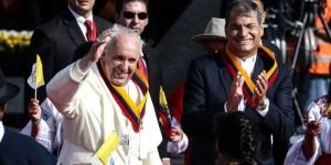 Tras ser recibido por Correa y miles de personas, el papa Francisco oficia hoy su primera misa en Ecuador