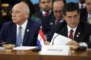 el-presidente-del-paraguay-horacio-cartes-d-y-el-canciller-eladio-loizaga-_860_573_1257070