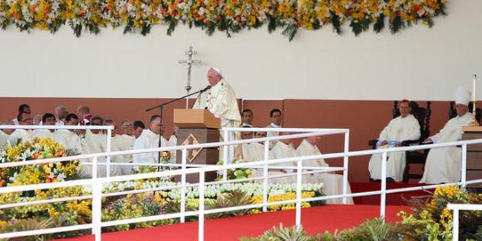 Ante más de 600 mil fieles, el Papa Francisco ofició en Guayaquil su primera misa