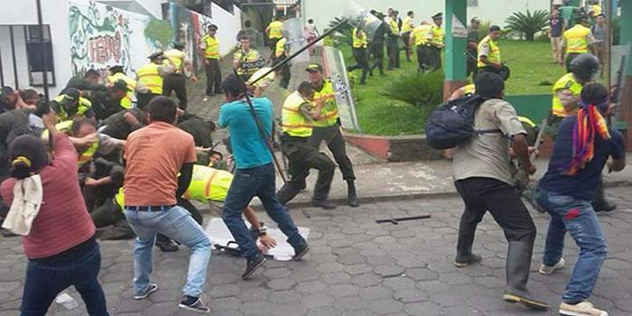 Ecuador: Hieren a ocho policías durante protestas opositoras y centrales sindicales e indígenas ratifican apoyo a Correa