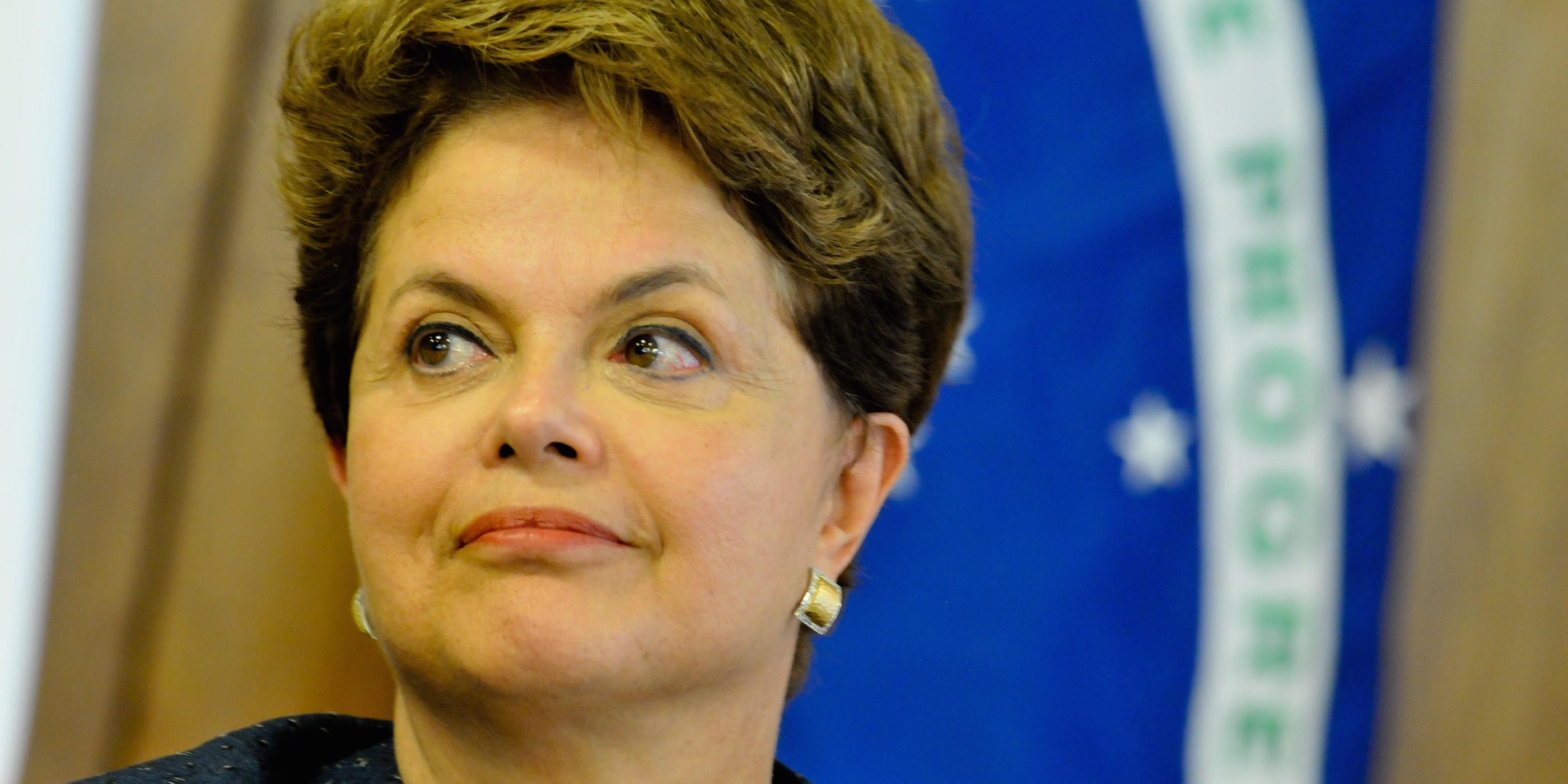 """DF - DILMA/FILLON - POLÕTICA - A presidente Dilma Rousseff e fala ‡ imprensa apÛs reuni""""o com o primeiro-ministro da FranÁa, FranÁois Fillon,  no Pal·cio do Planalto, em BrasÌlia,   nesta quinta-feira.   15/12/2011 - Foto: PEDRO LADEIRA/FRAME/AE"""