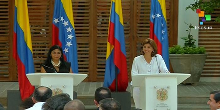 Tras reunión en Cartagena, Cancilleres aseguran que van a trabajar por una nueva frontera y Santos recibe a deportados