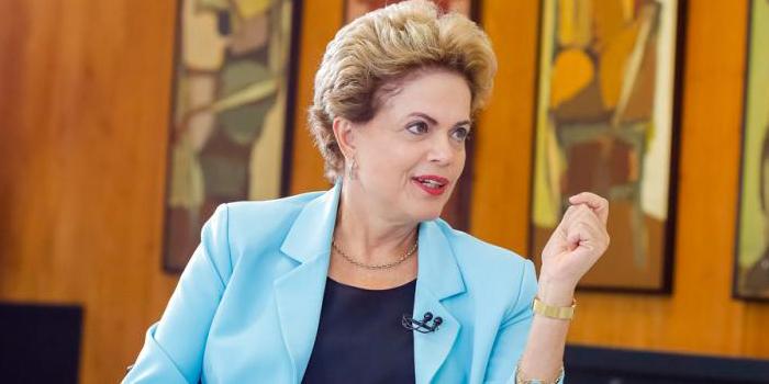 Dilma pide colaboración a los estados para enfrentar la crisis y prevé un 2016 complicado