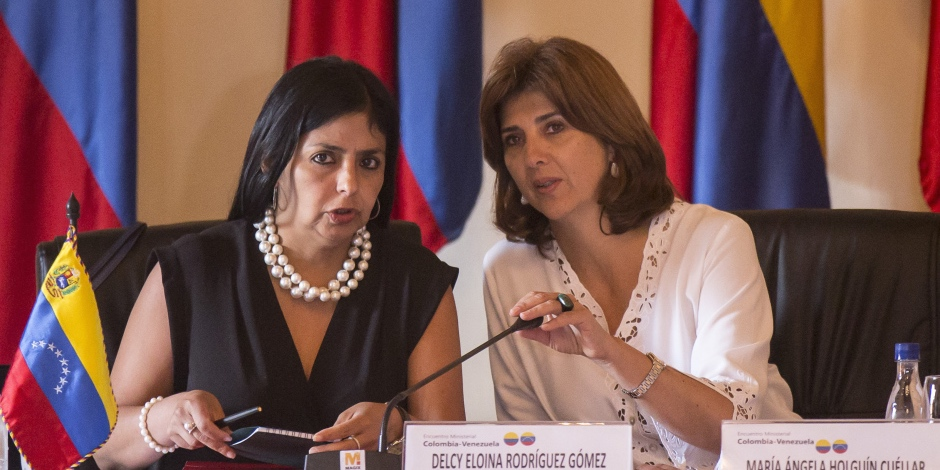 Colombian Foreign Minister Maria Angela Holguin (R) and her Venezuelan counterpart Delcy Rodriguez hold a meeting to address the border crisis, in Cartagena, Colombia, on August 26, 2015. Venezuelan President Nicolas Maduro ordered the border between Tachira and the Colombian department of Norte de Santander closed last week in response to an attack by unidentified assailants on a military patrol, which wounded a civilian and three soldiers on an anti-smuggling operation.  AFP PHOTO / JOAQUIN SARMIENTO        (Photo credit should read Joaquin SARMIENTO/AFP/Getty Images)