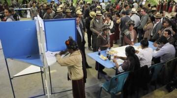 Seguridad, mesas receptoras de votos y color del ambiente que se registr— en Nebaj, QuichŽ, para las Elecci—nes ediles registradas hoy.