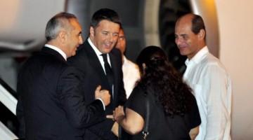 Matteo Renzi, Presidente del Consejo de Ministros de la República Italiana, al llegar este martes a La Habana para una visita oficial a Cuba, en el Aeropuerto Internacional José Martí, el 27 de octubre de 2015. AIN FOTO/Marcelino VAZQUEZ HERNANDEZ/oca