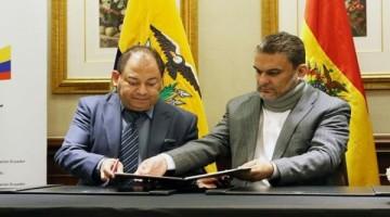 ministros_boliviano_y_ecuatoriano_firman