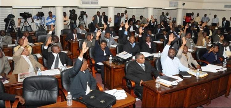 Resultado de imagen para presidente de Haití se confronta con la camara baja de haití