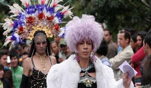 MARCHA GAY- HOMOSEXUALES- TRAVESTIS- LESBIANAS-GAYS-TRANSEXUALES BOGOTA, JULIO 7 DE 2007 FOTO LEON DARIO PELAEZ/ SEMANA