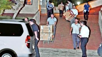 momento-en-que-la-comitiva-de-agentes-de-la-fiscalia-y-de-la-policia-retira-cajas-con-documentos-incautados-de-las-oficinas-de-la-conmebol-en_809_573_1322077