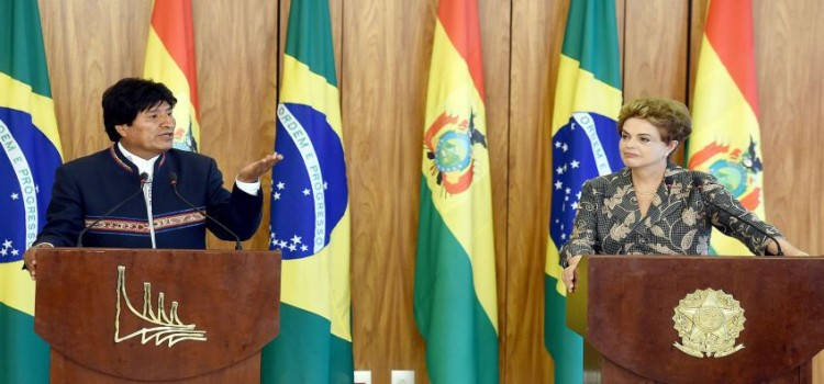 Bolivian President Evo Morales (L) speaks during a joint press conference with Brazilian President Dilma Rousseff at Planalto Palace in Brasilia, on February 2, 2016. Morales, on his first visit after the diplomatic crisis between both countries created by the asylum given by Brazil to former Bolivian senator Roger Pinto Molina in 2012, seeks a rapprochement with Rousseff's government. AFP PHOTO/EVARISTO SA