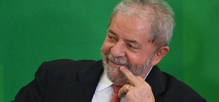 Lula rie