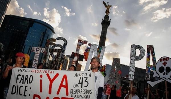 ayotzinapa-marcha-angel