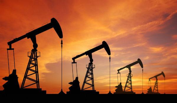 maquinas-petroliferas-extrayendo-petroleo
