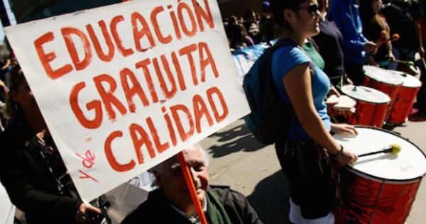 Marcha-estudiantil-educacion-gratuita-677x300-600x350-570x300