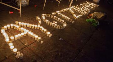 Marchan miles hacia el Zócalo exigiendo la presentación con vida de los normalistas de Ayotzinapa.