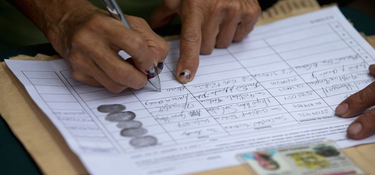 A person signs a petition to initiate a recall referendum against Venezuela's President Nicolas Maduro in San Cristobal, Venezuela, Wednesday, April 27, 2016. Maduro's approval rating has plummeted amid spiraling triple-digit inflation, a deep recession and widespread shortages. (AP Photo/Fernando Llano)