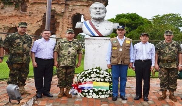 los-ministros-de-defensa-de-paraguay-y-brasil-derecha-rinden-honores-ante-el-busto-del-mcal-lopez-en-humaita-_790_573_1349619