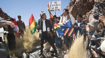 29 marzo 2016, Potosí.- El presidente Evo Morales y la comitiva inspeccionan el manantial Silala, cerca a la frontera con la republica de Chile. (Fotos: Freddy Zarco)