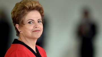 Brazil's President Dilma Rousseff gestures during the welcome ceremony of the the MERCOSUR Summit of Heads of State and Associated States at Itamaraty Palace in Brasilia, Brazil, on July 17, 2015. AFP PHOTO/EVARISTO SA