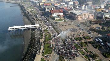 PUERTO MONTT Marcha a favor de pescadores afectados por la marea roja