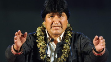 Bolivia's President Evo Morales gives a speech during a meeting with Bolivian citizens in Spain on September 13, 2009, in Leganes bullring near Madrid .  AFP PHOTO / JAVIER SORIANO SPAIN-BOLIVIA-MORALES