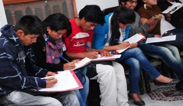 estudiantes-indígenas-600x393