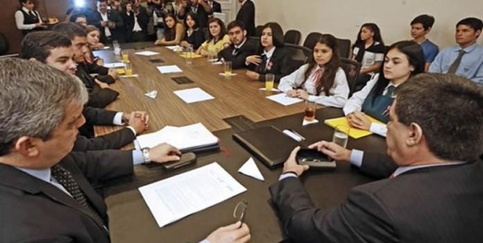 reunión-estudiantes-cartes_1-696x456