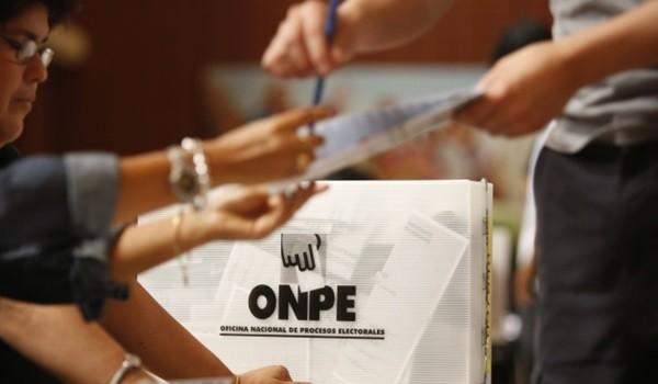 FOTOS DE MESAS DE VOTACION DURANTE LAS ELECCIONES PRESIDENCIALES 2011.