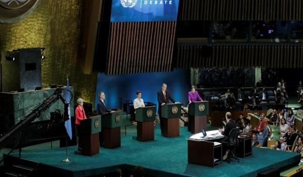 Christiana-Figueres-al-centro-en-primer-debate.-RREE-640x330