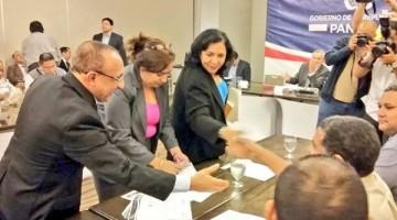 Comision-presidencial-magisteriales-FotoTomada-MeducaPanama_MEDIMA20160713_0180_31