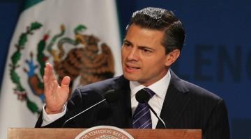 """31107023.- México, DF.- El presidente Enrique Peña Nieto encabezó la inauguración del México Summit 2013 : """"El próximo capítulo"""", donde refirió que el mapa energético está cambiando y que de no convertirnos en un país que explote sus recursos, México perderá competitividad y las inversiones productivas tendrían el riesgo de irse a otra parte. NOTIMEX/FOTO/GUSTAVO DURÁN/FRE/POL/"""
