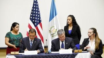 El Ministro de Gobernación Francisco Rivas Lara, firmó un  Convenio Dirección de Aduanas y Preotección Fronteriza, con el Comisionado del Servicio de Adunas y Protección Fronteriza de Estados Unidos  R. Gil Kerlikowske