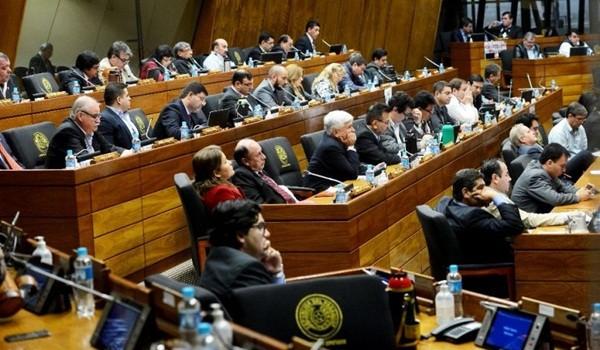 los-diputados-del-oficialismo-impusieron-su-mayoria-para-emitir-una-declaracion-en-la-que-no-se-exigen-remociones-_807_573_1399781
