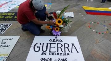 un-hombre-celebra-el-historico-acuerdo-de-paz-en-colombia-en-medellin-el-23-de-junio-de-2016-reuters