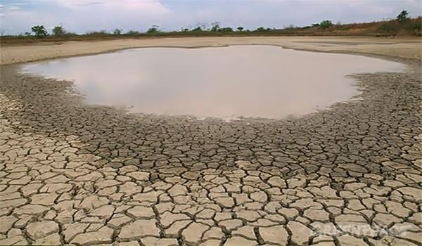 un-lago-parcialmente-seco-deb