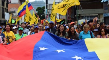 People demonstrate against President Nicolas Maduro, in Los Teques, Miranda State, Venezuela, on September 7, 2016 as the country's opposition called for new nationwide protests to pressure for a referendum on removing him from power by the end of the year.  Venezuela's opposition is holding nationwide protests against Maduro, testing his grip on power six days after massive demonstrations showed the magnitude of anger over a raging crisis.  / AFP PHOTO / RONALDO SCHEMIDT